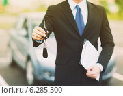 Купить «man with car key outside», фото № 6285300, снято 26 июня 2013 г. (c) Syda Productions / Фотобанк Лори