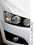 Правые передние фонари автомобиля. Стоковое фото, фотограф Левончук Юрий / Фотобанк Лори