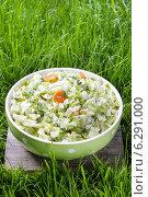 Купить «Fresh salad in green dotted bowl», фото № 6291000, снято 23 июля 2019 г. (c) BE&W Photo / Фотобанк Лори