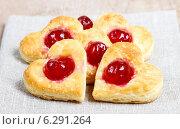 Купить «Puff pastry cookies in heart shape filled with cherries», фото № 6291264, снято 26 мая 2018 г. (c) BE&W Photo / Фотобанк Лори