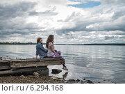Купить «Две подруги на Волге», фото № 6294168, снято 25 июня 2014 г. (c) Сергей Великанов / Фотобанк Лори