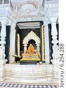 Купить «Вриндаван. В самадхи (мавзолее) Шрилы Прабхупады», фото № 6294288, снято 27 февраля 2014 г. (c) Вячеслав Беляев / Фотобанк Лори