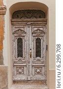 Купить «Старая дверь исторического дома в историческом Верхнем Городе Загреба, Хорватия», фото № 6299708, снято 21 июля 2014 г. (c) Иван Марчук / Фотобанк Лори