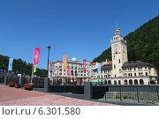 Купить «Набережная, мост, башня с часами. Роза Хутор», фото № 6301580, снято 11 августа 2014 г. (c) Емельянов Валерий / Фотобанк Лори
