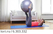 Купить «Girl exercising with fitness ball at home», видеоролик № 6303332, снято 15 апреля 2014 г. (c) Syda Productions / Фотобанк Лори