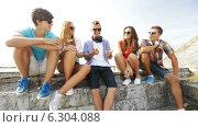 Купить «Group of smiling teenagers hanging out outdoors», видеоролик № 6304088, снято 12 августа 2014 г. (c) Syda Productions / Фотобанк Лори