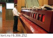 Купить «Floor trading on the Frankfurt Stock Exchange», фото № 6306252, снято 7 мая 2002 г. (c) Caro Photoagency / Фотобанк Лори
