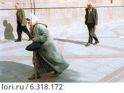 People on their way to the mosque (Ankara) (2002 год). Редакционное фото, агентство Caro Photoagency / Фотобанк Лори