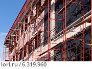 Купить «Капитальный ремонт фасада здания», фото № 6319960, снято 23 августа 2014 г. (c) Наталья Жесткова / Фотобанк Лори