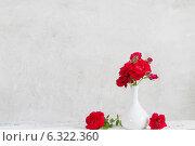 Купить «bouquet of red roses in vase», фото № 6322360, снято 7 июня 2014 г. (c) Майя Крученкова / Фотобанк Лори