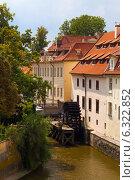 Купить «Прага.Водяная мельница.», фото № 6322852, снято 7 августа 2014 г. (c) Кирпинев Валерий / Фотобанк Лори