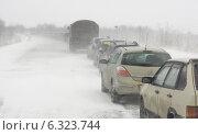 Купить «Автомобильная дорога в пургу», фото № 6323744, снято 5 апреля 2014 г. (c) Вячеслав Палес / Фотобанк Лори