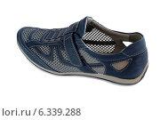 Купить «Летняя кроссовка изолировано», эксклюзивное фото № 6339288, снято 7 июля 2014 г. (c) Blekcat / Фотобанк Лори