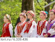 Девочки в казачьих костюмах (2014 год). Редакционное фото, фотограф Ясевич Светлана / Фотобанк Лори