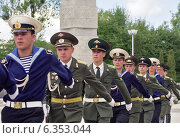Купить «Guard of honour of the Russian Army, Kaliningrad, Russia», фото № 6353044, снято 1 июля 2005 г. (c) Caro Photoagency / Фотобанк Лори