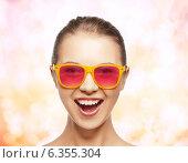 Купить «happy teenage girl in pink sunglasses», фото № 6355304, снято 14 августа 2018 г. (c) Syda Productions / Фотобанк Лори