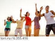 Купить «smiling friends dancing on summer beach», фото № 6355416, снято 3 августа 2014 г. (c) Syda Productions / Фотобанк Лори