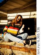Портрет девушки-подростка с длинными волосами. Стоковое фото, фотограф Инна Яровская / Фотобанк Лори