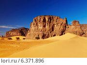 Купить «Sand dunes and rocks, Sahara Desert, Algeria», фото № 6371896, снято 7 декабря 2019 г. (c) Ingram Publishing / Фотобанк Лори