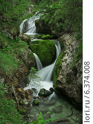 Водопад на горном ручье. Стоковое фото, фотограф Сергей Юшинский / Фотобанк Лори