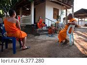 Купить «Fang, Thailand, and novice monks of Wat Sri Bunruang», фото № 6377280, снято 25 февраля 2011 г. (c) Caro Photoagency / Фотобанк Лори