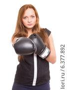 Купить «Девушка в боксёрских перчатках», фото № 6377892, снято 16 октября 2013 г. (c) Сергей Сухоруков / Фотобанк Лори