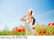 Купить «smiling young woman in straw hat on poppy field», фото № 6379116, снято 11 июля 2014 г. (c) Syda Productions / Фотобанк Лори