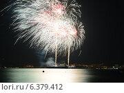 Купить «Фестиваль фейерверков , курорт Геленджик», фото № 6379412, снято 6 сентября 2014 г. (c) Игорь Архипов / Фотобанк Лори