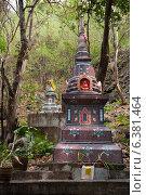 Kanchanaburi, Thailand, grave stones in the temple Wat Tham Mongkon Thong (2011 год). Стоковое фото, агентство Caro Photoagency / Фотобанк Лори