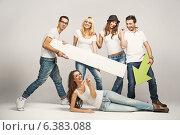 Group of friends enjoying their spare time. Стоковое фото, агентство Ingram Publishing / Фотобанк Лори