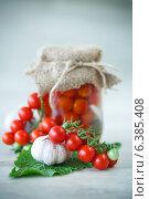 Купить «Консервированные помидоры», фото № 6385408, снято 10 сентября 2014 г. (c) Peredniankina / Фотобанк Лори