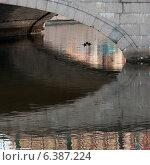 Footbridge across Griboyedov Canal, St. Petersburg, Russia. Стоковое фото, агентство Ingram Publishing / Фотобанк Лори