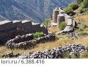 Купить «Армения, крепость Смбатаберд высоко в горах, 5 век, реконструирована в 14 веке», фото № 6388416, снято 9 сентября 2014 г. (c) Овчинникова Ирина / Фотобанк Лори