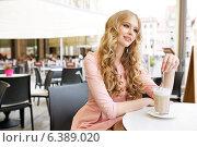 Купить «Absolute pretty lady during coffee break», фото № 6389020, снято 23 сентября 2018 г. (c) Ingram Publishing / Фотобанк Лори