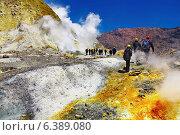 Купить «People inside active volcanic crater, White Island volcano, New Zealand», фото № 6389080, снято 21 августа 2018 г. (c) Ingram Publishing / Фотобанк Лори