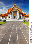 Купить «Traditional Thai architecture, Wat Benjamaborphit or Marble Temple, Bangkok