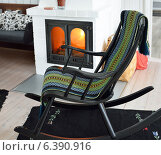 Купить «Удобное кресло-качалка перед горящим камином», фото № 6390916, снято 18 августа 2014 г. (c) Валерия Попова / Фотобанк Лори