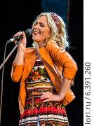 Купить «Певица Пелагея», фото № 6391260, снято 29 июня 2014 г. (c) Елена Корепанова / Фотобанк Лори