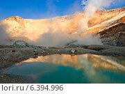 Купить «Сернистое озеро в кратере вулкана Мутновский на Камчатке», фото № 6394996, снято 30 августа 2014 г. (c) Александр Лицис / Фотобанк Лори