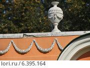 Купить «Декоративное украшение фасада менажереи в усадьбе Кусково», эксклюзивное фото № 6395164, снято 12 сентября 2014 г. (c) lana1501 / Фотобанк Лори