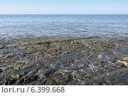 Купить «Море, омывающее каменистый берег», фото № 6399668, снято 23 августа 2014 г. (c) Емельянов Валерий / Фотобанк Лори
