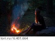 Купить «beautiful witch looking at the fire in the forest», фото № 6401664, снято 11 сентября 2014 г. (c) Майя Крученкова / Фотобанк Лори