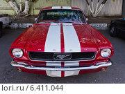 Купить «Спортивный автомобиль Ford mustang», фото № 6411044, снято 17 сентября 2014 г. (c) Sashenkov89 / Фотобанк Лори