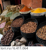 Display of various spices in the spice market, Medina, Marrakesh, Morocco. Стоковое фото, агентство Ingram Publishing / Фотобанк Лори