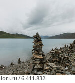 Купить «Stacks of stones at the lakeside, Yamdrok Lake, Nagarze, Shannan, Tibet, China», фото № 6411832, снято 20 августа 2012 г. (c) Ingram Publishing / Фотобанк Лори
