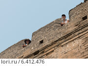 Купить «Tourists at the terrace of a fort at the Great Wall of China, Changping District, Beijing, China», фото № 6412476, снято 26 августа 2012 г. (c) Ingram Publishing / Фотобанк Лори