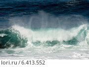 Waves breaking on the beach, Cape Spear, St. John's, Newfoundland And Labrador, Canada (2013 год). Стоковое фото, агентство Ingram Publishing / Фотобанк Лори