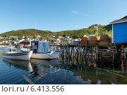 Boats at dock, Petty Harbor-Maddox Cove, St. John's, Avalon Peninsula, Newfoundland And Labrador, Canada (2013 год). Стоковое фото, агентство Ingram Publishing / Фотобанк Лори