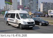 Купить «Маршрутное такси Mercedes Sprinter следует по маршруту № 584 (638м)», эксклюзивное фото № 6416268, снято 7 августа 2012 г. (c) Дмитрий Абушкин / Фотобанк Лори