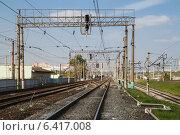 Купить «Контактная сеть электрифицированной железной дороги», эксклюзивное фото № 6417008, снято 18 сентября 2014 г. (c) Lora / Фотобанк Лори
